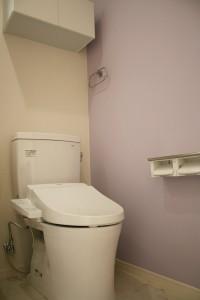 ラベンダーカラーのトイレ