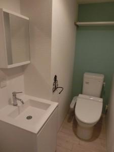 洗面所と一体化したトイレ